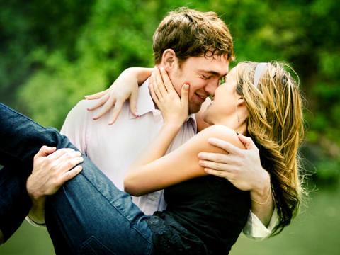 男子が結婚したいほど好きな相手にだけする言動3つ