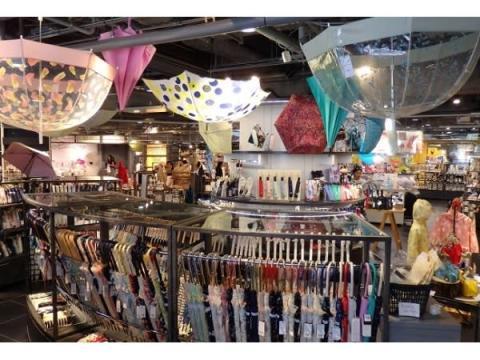 """""""日傘男子""""も要注目!渋谷ロフトの日傘・雨傘コーナーが充実"""