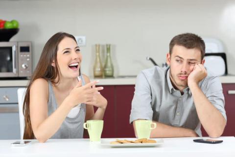 なんか苦手…男が「恋愛対象外」にする年上女性の特徴