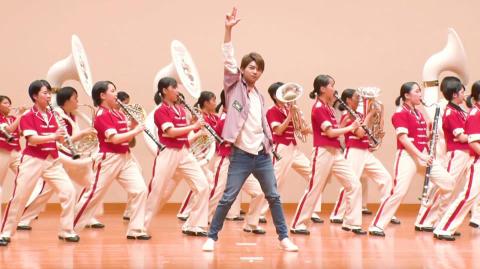 Sexy Zone佐藤勝利が華麗なるステップ!総勢66人の女子高生と豪華コラボ