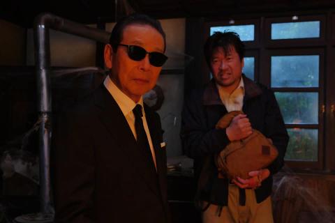 """タモリの後ろに…佐藤二朗の怪 ストーリーテラーパートに""""謎の男""""として出演!"""