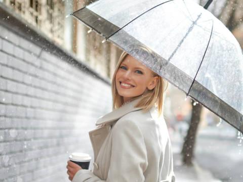 雨の日限定♡男性がドキッとする女性の仕草