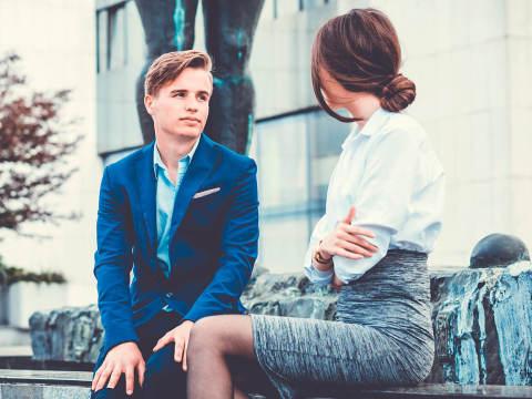 職場で男子に「恋愛する気がないんだ」と誤解されてしまう4つの行動