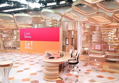 『FNN Live News』3番組に共通するセットはシックなベージュの世界