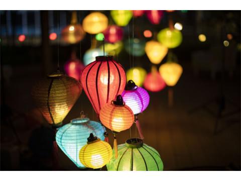 夜パフェも登場!幻想的な光に包まれる「ランタンナイト」
