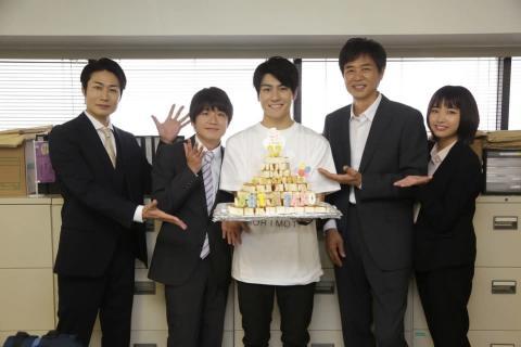 森本慎太郎の誕生日をサプライズ祝い!ユニークすぎるケーキ&プレゼントに爆笑