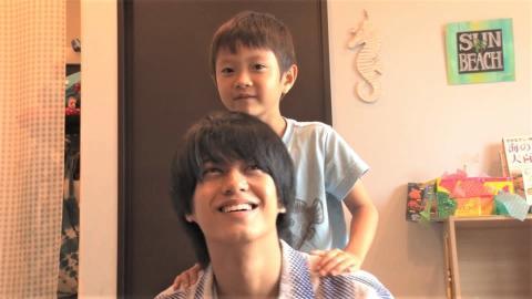 髙橋海人が6歳少年にお説教される!?天才お魚少年と夏の沖縄で初対面