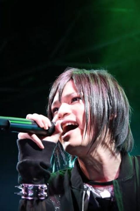 歌い手・ピコ、末期腎不全を公表 両親から腎移植受ける予定
