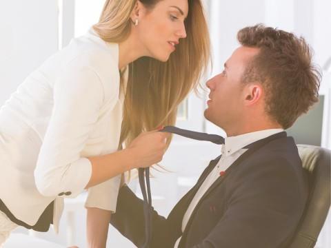「年上女性の誘惑」に負けて浮気してしまう男性の特徴4つ