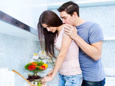 「結婚してもいいかも」男性が結婚生活を想像する女性のかわいい行動