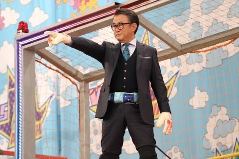 三谷幸喜、スーツ姿で巨大壁のぼり!?嵐とバレーボール全日本女子が白熱対決!