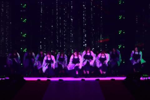 【GirlsAward】欅坂46、一糸乱れぬダンス スカートはためかせ華麗に舞う