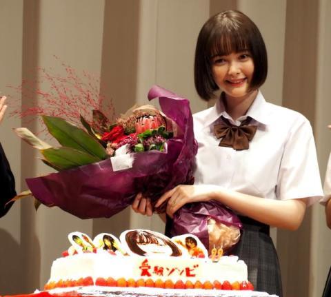 玉城ティナ、4日早い誕生日祝いびっくり 「経験を重ねていい女優に」と意気込み