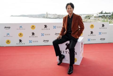 椎名桔平、カタルーニャ語で舞台あいさつ「楽しんでください!」 観客からは大歓声