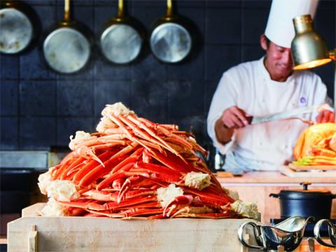 山盛りのズワイガニと台湾料理を堪能できる贅沢ブッフェ