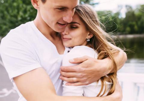 男性が「愛さずにいられない」彼女になるための習慣