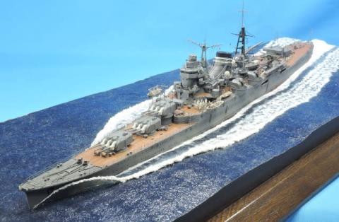 """軽巡洋艦『三隈』の巨大な艦首波を""""匠の技""""で表現「日本軍艦艇は """"日本人が美しい""""と思う形をしている」"""