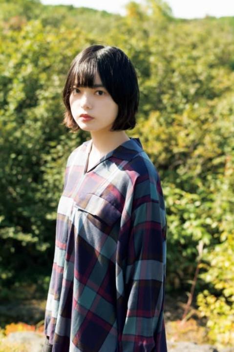 平手友梨奈、大自然で魅せる等身大の素顔とナチュラルなスマイル