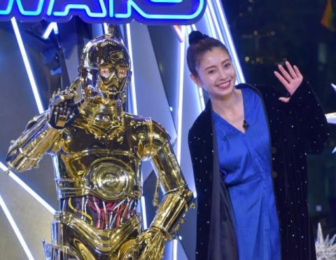 片瀬那奈、誕生日に『スター・ウォーズ』イルミ参加「本当にハッピー」