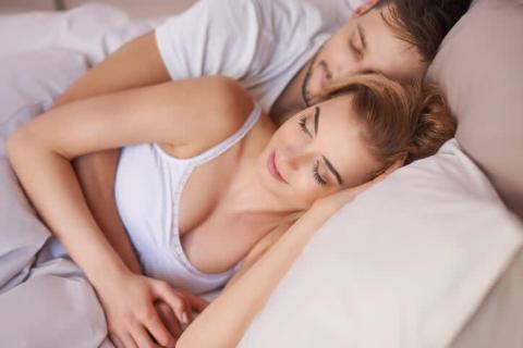 「お泊りで喋りすぎない女性」が一番愛される?その理由とは