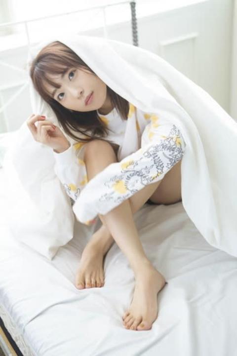 人気声優・斉藤朱夏、好きが空回りするドジっ子に 無防備な寝顔&美脚も披露