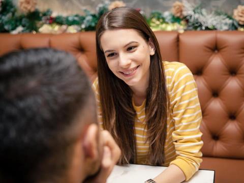 4.男女数人で会話をする