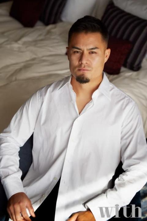 ラグビー日本代表・田村優、タキシード姿&リラックスした表情で放つ男の魅力