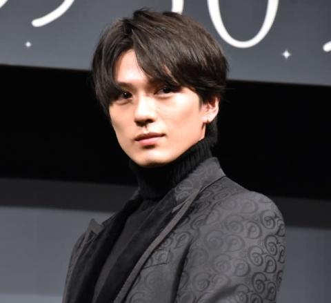 新田真剣佑、男性キャストからもモテモテ 渋谷歩いたら「すごいことになるよ」