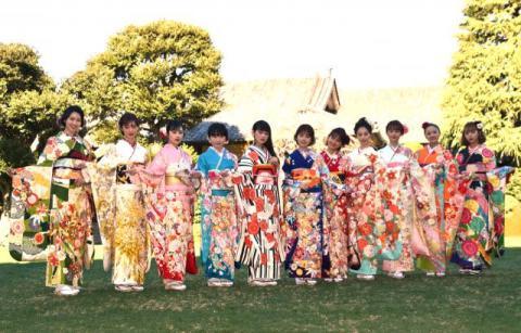 オスカー美女11人が恒例晴れ着姿 藤田ニコル、友達ができたことを報告「すごく楽しい!」