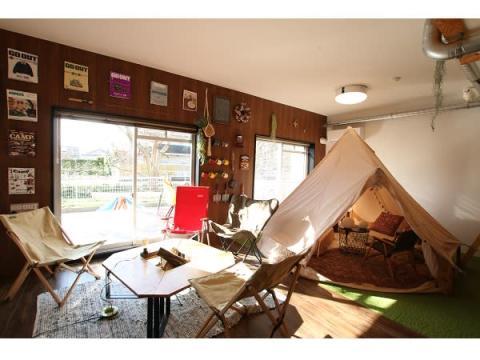 冬も夏も快適にキャンプ!おしゃれな屋内型グランピング宿泊スペースがOPEN