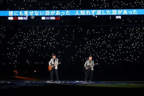 """ゆず、新国立競技場にサプライズで登場 「栄光の架橋」で6万人が""""ONE TEAM""""に"""