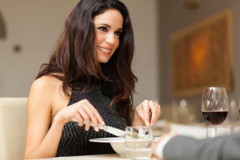 男性と食事に行ったお会計。お財布はどうしたらいいの?
