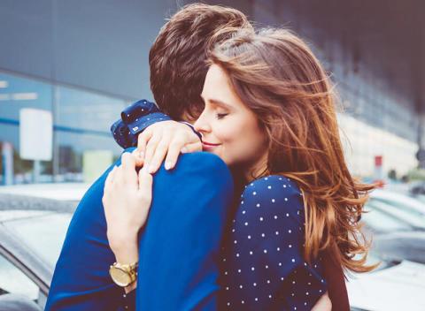 恋の情熱を上手に表現したいなら…左手中指にリングを