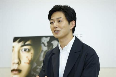 工藤阿須加主演『連続殺人鬼カエル男』 役作りのイメージは「ブラピ」