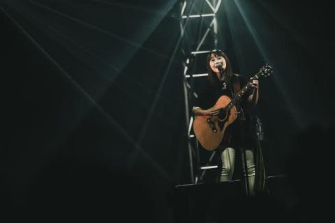 矢井田瞳、20周年ツアー幕開けにアコギサウンドの新作リリース