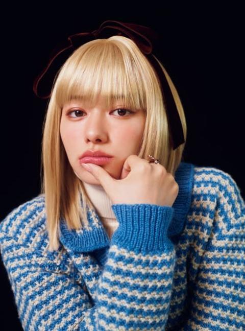 山本舞香、レアな金髪姿披露 留学生に扮し世界各国のヘア&ファッション提案