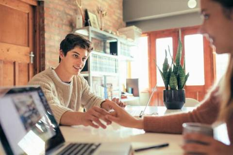 周りにバレない?社内恋愛を上手に進められる男性の特徴