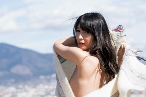 川崎あや『引退写真集』秘蔵カット公開 ハイレグ仕様のドレス&一糸まとわぬ姿も