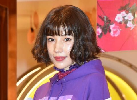 仲里依紗、両親との3ショット公開「似てる!!」「お母さん若すぎてびっくり」
