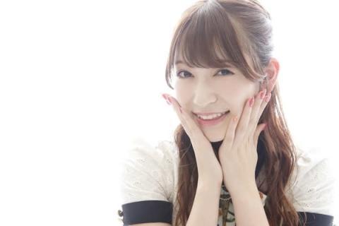 吉田朱里、ショーパンで美脚披露「脚長すぎて3度見」「マネキンみたい笑」
