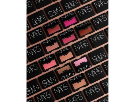 人気の「NARS ブラッシュ」に新10色が追加!全26色のコレクションに
