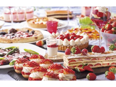 いちごを贅沢に使ったデザート&フードを堪能できるランチ限定ブッフェ!