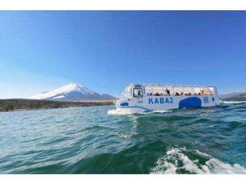 水陸両用バス「山中湖のカバ」が河口湖駅でお出迎え!期間限定運行便が登場