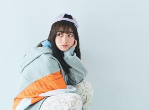 橋本環奈、スウェット&キャップのストリートスタイル披露 『mini』初カバー飾る