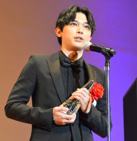 吉沢亮、広瀬すずの祝福VTRに笑顔「ありがとう!」