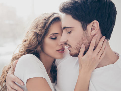 男性が「本気で好きな女性」に思わず口にする言葉3つ