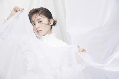 逢田梨香子、1stアルバムタイトルは『Curtain raise』 東京、大阪の4ヶ所でリリースイベントも