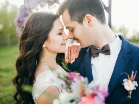 ねらい目は「空気のような」彼女?男性に結婚を意識させるコツ3つ