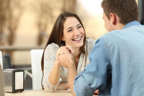 「気が利く」が距離を縮める!恋愛初心者向けモテ行動