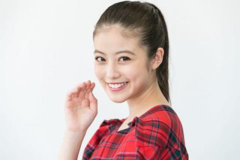 今田美桜、美背中チラリな振り向きショット「おとなの色気」「美しすぎます」